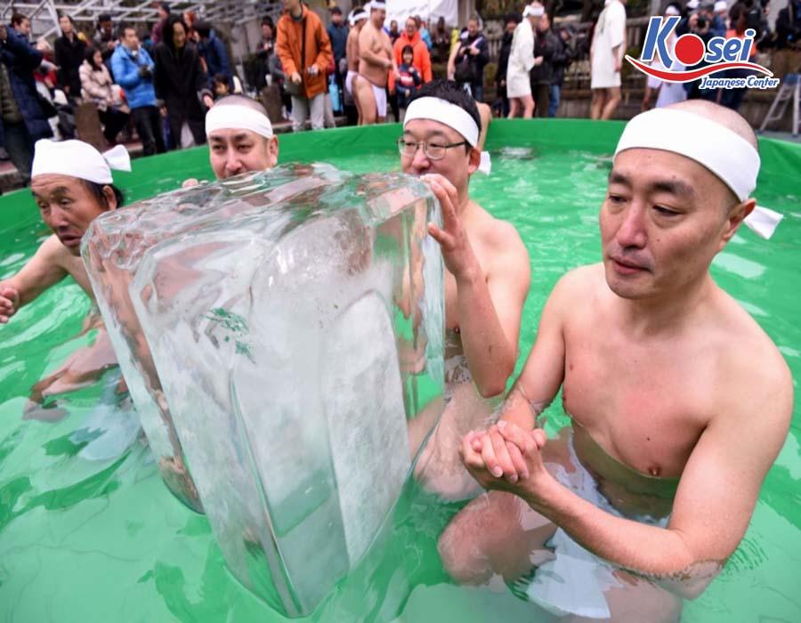 lễ hội kì lạ ở nhật bản Lễ hội Kanchu Misogi
