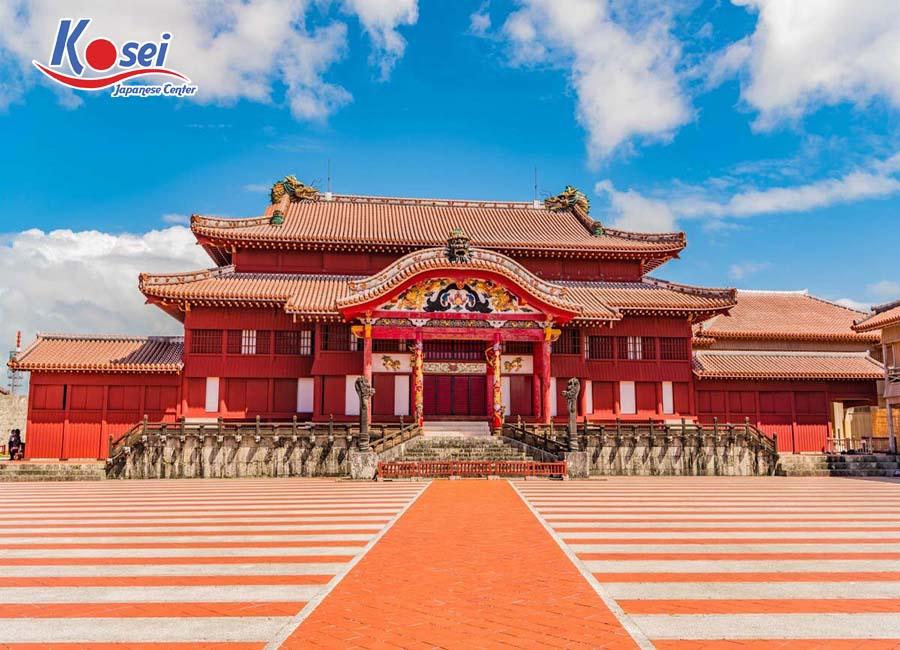 Lịch sử thành cổ Shuri lâu đời vừa bị thiêu rụi tại Nhật Bản.