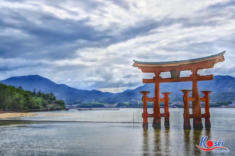 Trải nghiệm những điều thú vị trong cổng Torii ở Nhật Bản