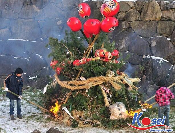 lễ hội đốt bùa truyền thống Nhật Bản