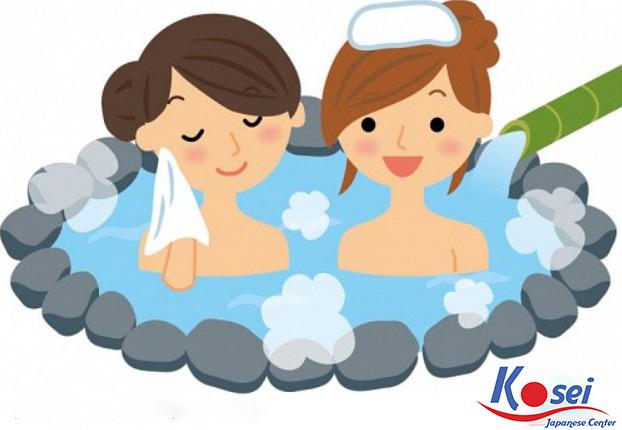 Thói quen quấn khăn đội đầu của người Nhật khi tắm suối nước nóng