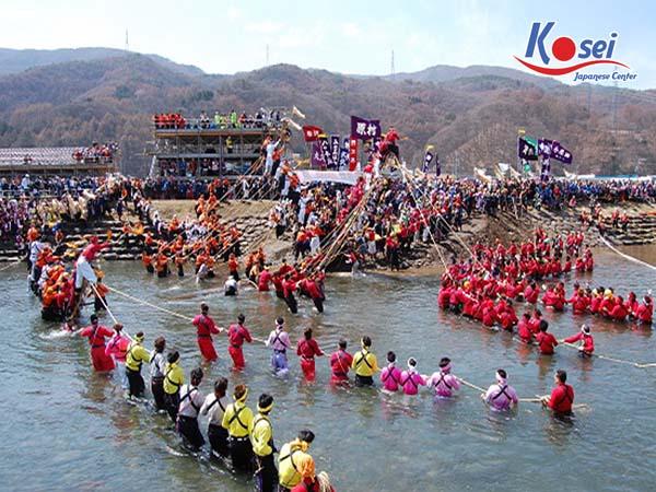 lễ hội kì lạ ở nhật bản Onbashira Matsuri