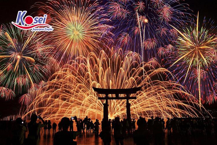 Thưởng thức lễ hội pháo hoa tại Nhật Bản